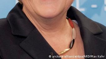 Halsausschnitt mit Deutschlandkette (Foto: ARD/Max Kohr)