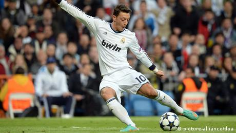 Özil Real vs Borussia 30.04.2013 in Madrid (picture-alliance/dpa)