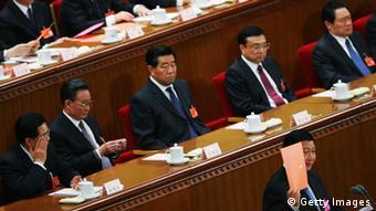 Xi Jinping & Zhou Yongkang (klein rechts im Bild) ARCHIVBILD 16.03.2008