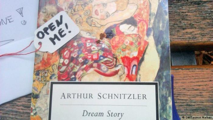A copy of the book Dream Story by Arthur Schnitzler, prepared by Bookflaneur, Copyright: DW / Tamsin Walker