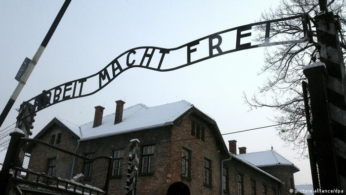 Schriftzug am Tor des KZ Lagers Auschwitz