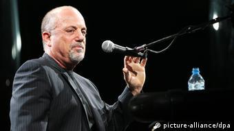 Billy Joel on stage Photo: Sebastian Widmann dpa/lno +++(c) dpa - Report+++