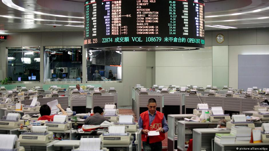 Protests ′taking a toll′ on Hong Kong economy  4983edf17311d