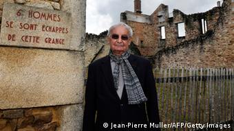 Frankreich Überlebender Robert Hébras besucht Ruinen Oradour-sur-Glane