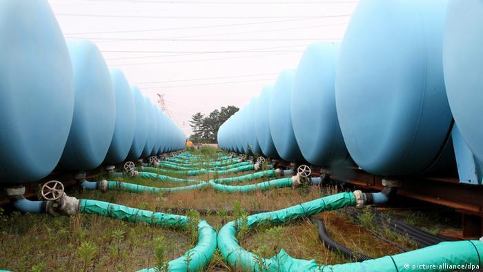 Japan Fukushima Atomkraftwerk provisorische Lagerbehälter kontaminiertes Wasser (picture-alliance/dpa)
