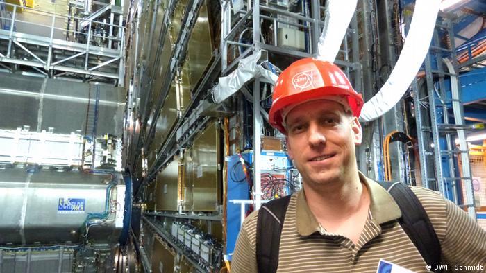 DW-Reporter Fabian Schmidt im Teilchenbeschleuniger am CERN in Genf (Foto: Fabian Schmidt/ DW)