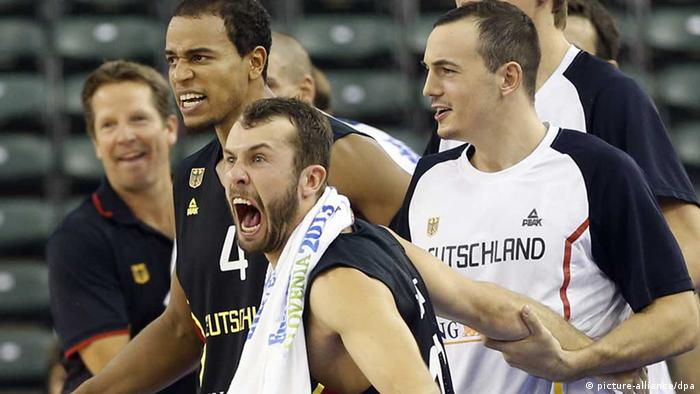 Germany players react from the bench during their Eurobasket European Basketball Championship Group A match against France, in Ljubljana, Slovenia, Wednesday, Sept. 4, 2013. (AP Photo/Darko Bandic) /eingest. sc pixel