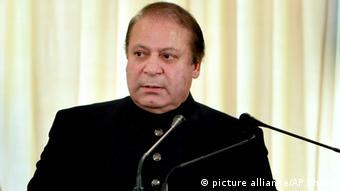 وزیر اعظم نواز شریف نے کئی کلیدی عہدوں پر اپنے بھانجے سمیت متعدد قریبی عزیزوں کو فائز کر رکھا ہے