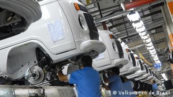 Στη διάρκεια των πρώτων δέκα ετών της στρατιωτικής δικτατορίας στη Βραζιλία ο όγκος παραγωγής της VW στη Βραζιλία γιγαντώθηκε