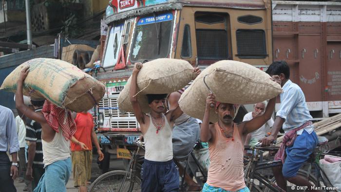 Food grains in India (DW/P. Mani Tewari)