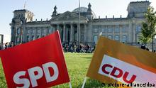 SPD and CDU banners before Reichstag (picture-alliance/dpa)