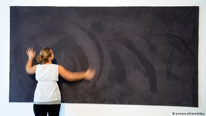 Deutschland Kunstausstellung Zeichen gefangen im Wunder in Hannover