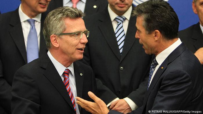 Verteidigungsminister de Maiziere (l.) und Nato-Generalsekretär Rasmussen im September in Vilnius (Foto: AFP/Getty Images)