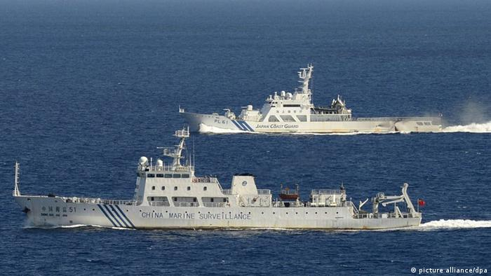 Chinese marine surveillance ship Haijian 51 (front) in Japanese territorial waters near the Japan-controlled Senkaku Islands in the East China Sea on Sept. 14, 2012 (Photo: Kyodo)