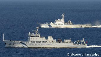 The Chinese marine surveillance ship Haijian 51 (front) in Japanese territorial waters near the Japan-controlled Senkaku Islands in the East China Sea on Sept. 14, 2012 (Photo: Kyodo)