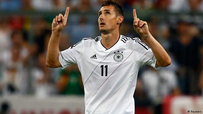 Germany's Miroslav Klose celebrates his goal against Austria during their 2014 World Cup qualifying soccer match in Munich September 6, 2013. REUTERS/Michael Dalder (GERMANY - Tags: SPORT SOCCER)