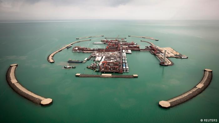 REFILE - REMOVING EXTRA INFORMATION An aerial view shows artificial islands on Kashagan offshore oil field in the Caspian sea, western Kazakhstan, April 7, 2013. Picture taken April 7, 2013. REUTERS/Anatoly Ustinenko (KAZAKHSTAN - Tags: BUSINESS ENERGY)