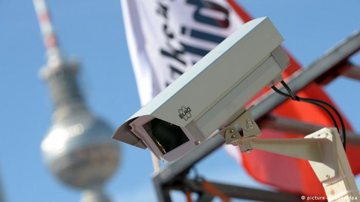 Berlin video surveillance camera (picture-alliance/dpa)