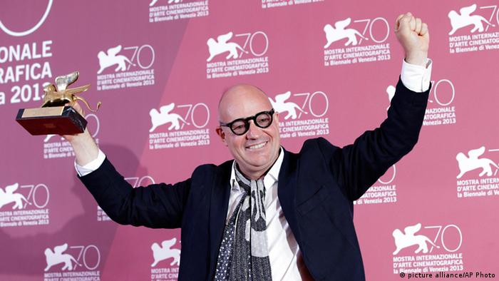 Director Gianfranco Rosi kisses the Golden Lion for his film Sacro Gra, during the awards photo call at the 70th edition of the Venice Film Festival in Venice, Italy, Saturday, Sept. 7, 2013. Photo: AP/Andrew Medichini