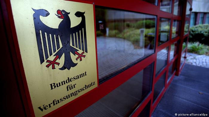 Der Eingang des Bundesamtes für Verfassungsschutz in Köln - Foto: Oliver Berg (dpa)