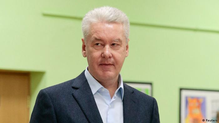 Current Moscow mayor Sergei Sobyanin pauses after casting his vote at a polling station in Moscow September 8, 2013.