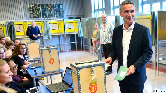 Norwegian Prime Minister Jens Stoltenberg casts his ballot for the parliamentary election at a polling station in Oslo, September 8, 2013. (Picture: REUTERS/Fredrik Varfjell/NTB Scanpix)
