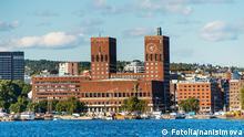 Norwegen Stadtansicht von Oslo mit Rathaus