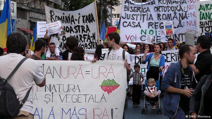 București: Protestele din septembrie 2013 împotriva proiectului minier Roșia Montană (DW/R. Montana)