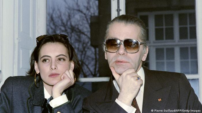 Ines de la Fressange und Karl Lagerfeld. Foto: PIERRE GUILLAUD/AFP/Getty Images