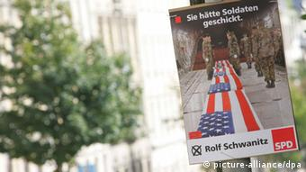An SPD campaign poster showing the coffins of US soldiers Photo: Igor Pastierovic dpa/lsn