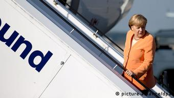 Merkel boarding a plane Photo: Kay Nietfeld/dpa