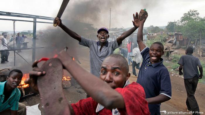 Jugendliche Randalierer während der Nachwahlunruhen in Kenia 2007/2008