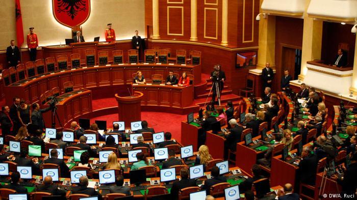 Albanien Parlament erste Sitzung (DW/A. Ruci)