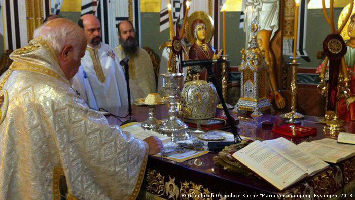 Der Metropolit Augustinus liest die Lithurgie. Copyright: Griechisch-Orthodoxe Kirche Maria Verkündigung Esslingen, 2013