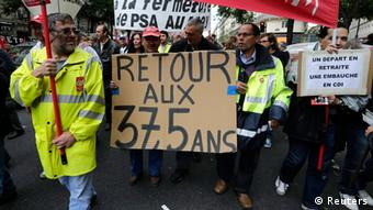 Employees of PSA Peugeot Citroen Aulnay-sous-Bois automotive plant demonstrate over pension reforms REUTERS/Jacky Naegelen