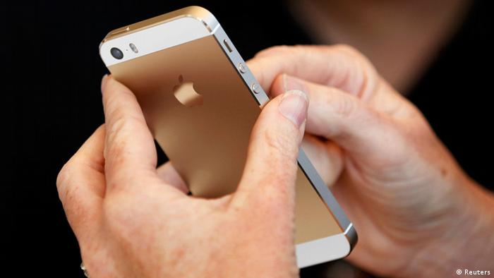 The gold colored version of the new iPhone 5S is seen after Apple Inc's media event in Cupertino, California September 10, 2013. REUTERS/Stephen Lam (UNITED STATES - Tags: BUSINESS SCIENCE TECHNOLOGY BUSINESS TELECOMS)