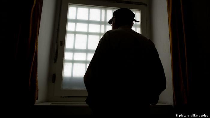Symbolbild Gefängnis Häftling
