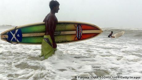 Wassersport in Bangladesch Surfen