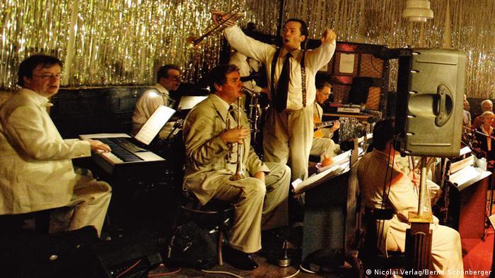 Jazz-Tanzkapelle spielt auf