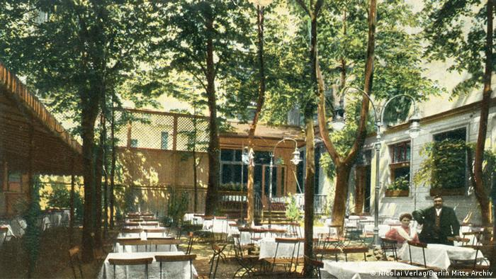 Clärchens Ballhaus courtyard in 1911