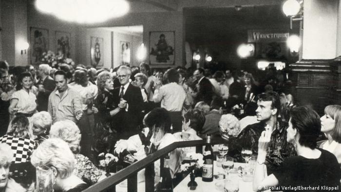 Clärchens Ballhaus filled with guests in the 1980s