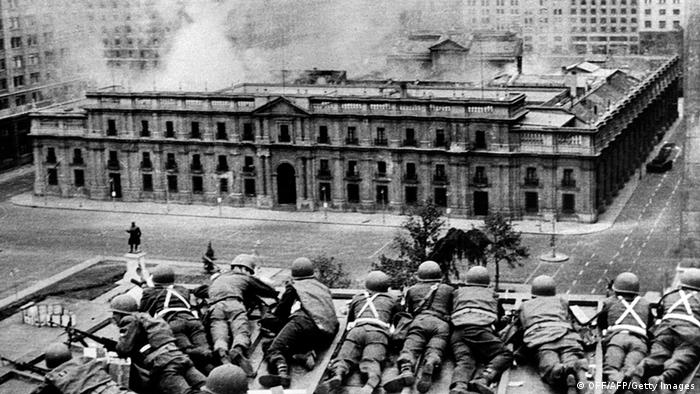 Chilean Army troops positioned on a rooftop fire on the La Moneda Palace 11 September 1973 in Santiago, during the military coup led by General Augusto Pinochet which overthrew Chilean constitutional president Salvador Allende, who died in the attack on the palace. Next 10 December 2007 marks the first anniversary of Pinochet's decease at the Military Hospital in Santiago, where he had been admitted a week before following a heart attack. Photo: OFF/AFP/Getty Images
