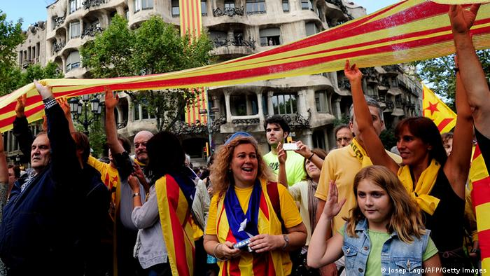 Catalans link arms in a bid to create a 400-kilometre (250-mile) human chain, part of a campaign for independence from Spain during Catalonia National Day, or Diada, in front of the Pedrera in Barcelona, on September 11, 2013. AFP PHOTO/ JOSEP LAGO