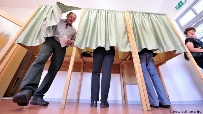 Symbolbild Bundestagswahl 2013 Wahlkabine