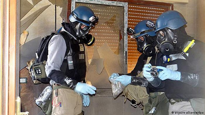 epa03841638 A citizen journalism handout image provided by the Local Committee of Arbeen is said to show UN inspectors collecting samples during their investigations at Zamalka, east of Damscus, Syria, 29 August 2013. UN chemical weapons inspectors are to leave Syria 31 August morning, Secretary General Ban Ki-moon said. They would continue their investigations and would draw up a report as soon as they have left Syria, Ban said. On 29 August, they spent their third day in the field. EPA/LOCAL COMMITEE OF ARBEEN / HANDOUT BEST QUALITY AVAILABLE. EPA IS USING AN IMAGE FROM AN ALTERNATIVE SOURCE AND CANNOT PROVIDE CONFIRMATION OF CONTENT, AUTHENTICITY, PLACE, DATE AND SOURCE. HANDOUT EDITORIAL USE ONLY/NO SALES