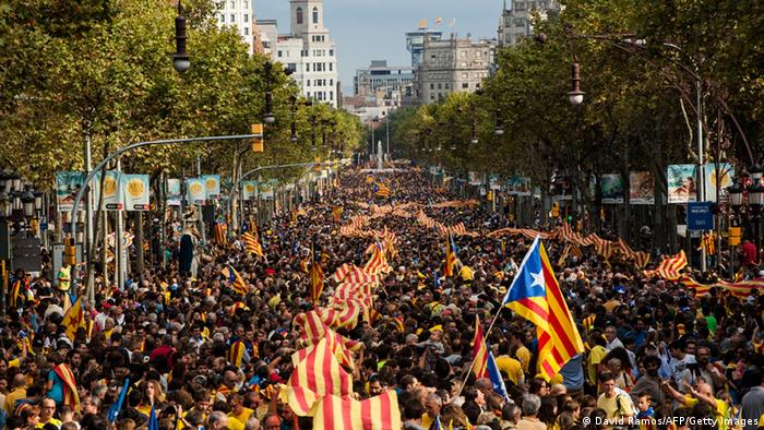 Demonstrators march during The National Day of Catalonia (photo: David Ramos/Getty Images)