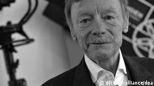 ARCHIV - Der Schauspieler Otto Sander am 10.06.2012 beim Filmfest Emden-Norderney im Neuen Theater in Emden. Foto: Michael Bahlo/dpa (zu dpa «Schauspieler Otto Sander gestorben» vom 12.09.2013) +++(c) dpa - Bildfunk+++
