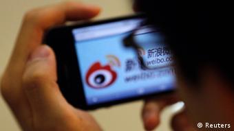 China Internet Sina Weibo auf Handy