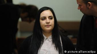Gamze Kubasik mit ihrem Anwalt Sebastian Scharmer (Foto: dpa)