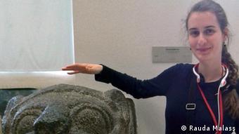 Anna Keuchen. Sie ist eine Studentin der Uni Bonn, Institut für Orient- und Asienwissenschaften. Es geht um ein Interview über die Deutschen, die arabisch lernen. Aufnahmedatum: 26.06.2013, Ort: Pergamon-Museum Berlin, >Fotografin: Rauda Malass > > > Hiermit stimme ich der Veröffentlichung des Bildes durch > die Deutsche Welle zu. > > Anna Keuchen >